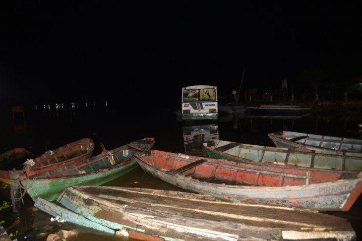 Seis canoas quedaron destrozadas en el percance.