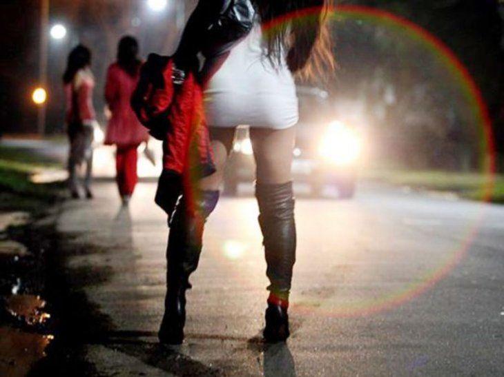 Los travestis subieron al auto