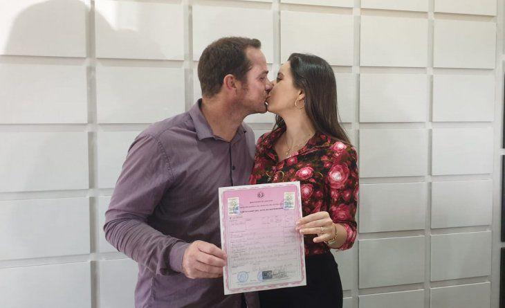 Después de 16 años juntos legalizaron su matrimonio: No deja de ser un momento especial