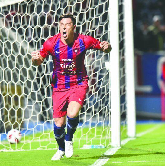 Churín marcó uno de los goles para la victoria del Ciclón. Foto: Última Hora.