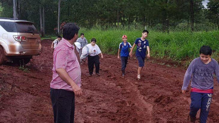 Los lugareños también ayudaron en el rescate.