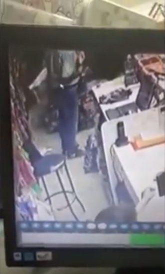Colombiano intentó robar 10 vaqueros de una tienda