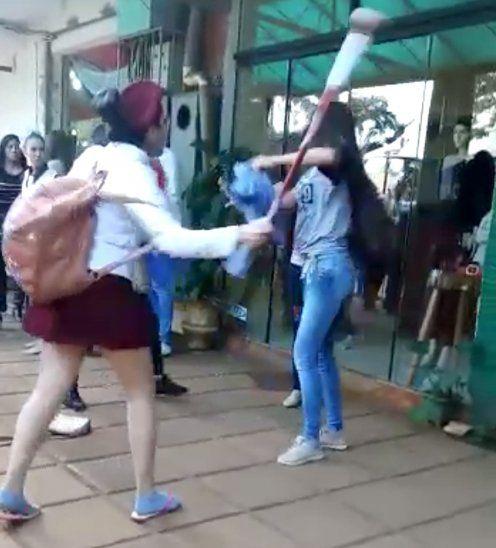Una chirolera reclamó a otra estudiante