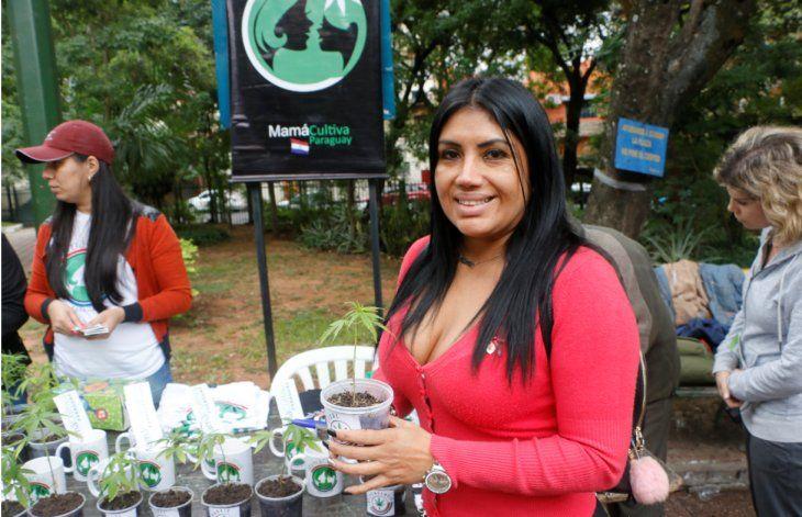 La organización entregó 1.000 plantines de marihuana.