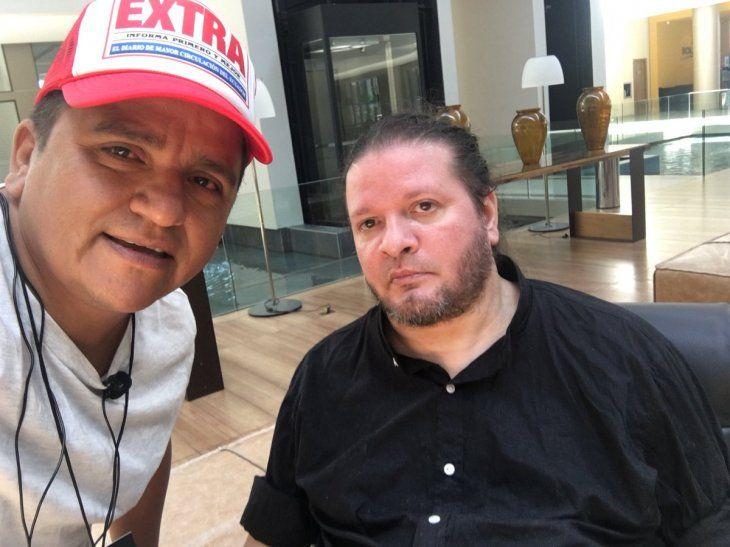 Traverso no quería usar silla de ruedas por eso mandó adecuar una silla de oficina con rueditas. Imagen: @jersonruiz