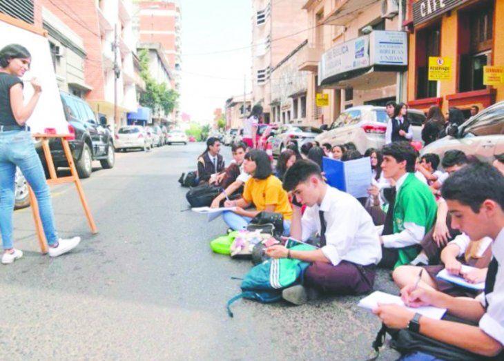 Los alumnos protestan por una nueva suba.