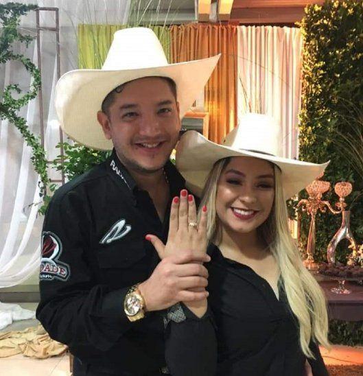 Sorprendida Fátima Román recibió un hermoso anillo de compromiso