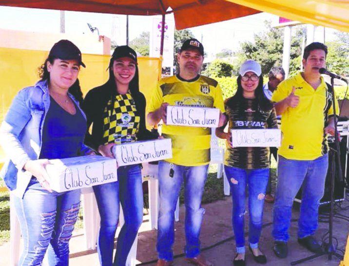 Directivos del Sportivo San Juan recolectan dinero para cubrir necesidades del club. Foto: Ósmar Díaz