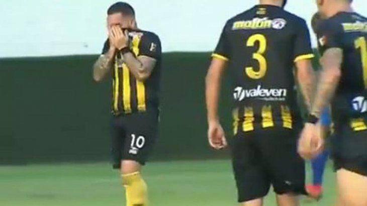 Giancarlo lloró amargamente tras convertir el segundo tanto. Foto: Fútbol América Digital
