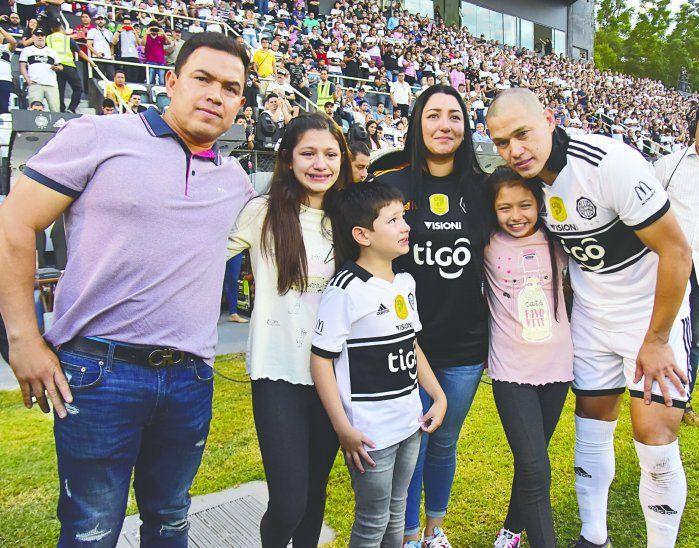 Darío Verón se retiró del fútbol profesional como Tricampeón del balompié guaraní con el Expreso Decano. Foto: Última Hora