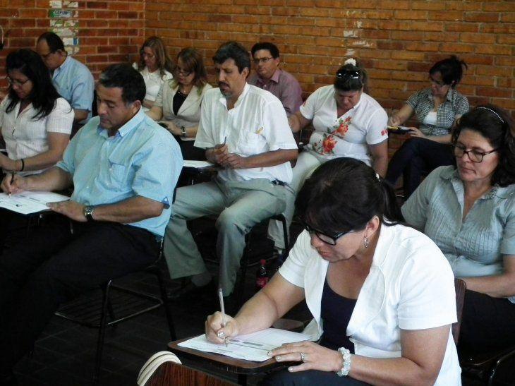 Los profes deben pasar por prueba escrita y oral.