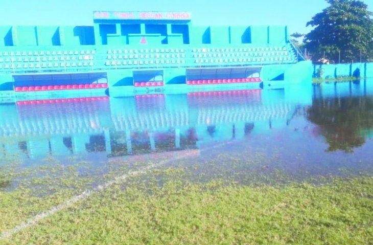 Esta es la triste realidad de la cancha de Resi que quedó bajo agua. Foto: Twitter