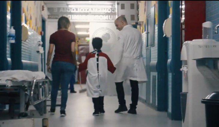 La idea es animar a los pequeños guerreros a afrontar la terrible enfermedad. Foto: Twitter CCP