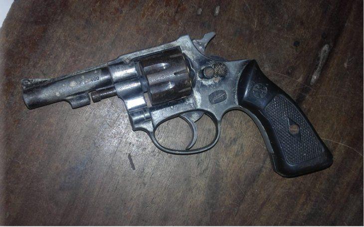 Arma encontrada en el poder de la detenida.
