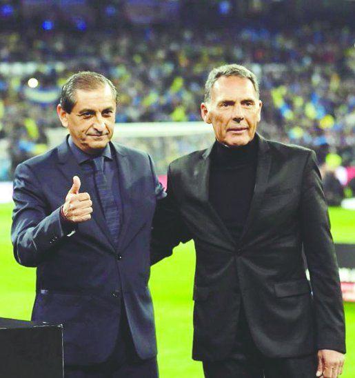 En la imagen aparecen Ramón Díaz (izq.) y Miguel Russo