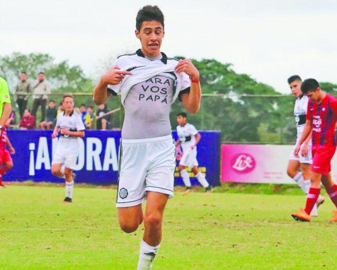 Matías Almeida anotó en la igualdad 2 a 2 ante Cerro y en un emotivo festejo el gol se lo dedicó a su papá. Foto: Twitter