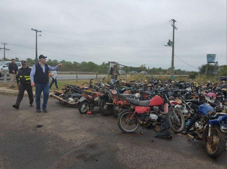 Miles de motos y autos se encuentran abandonados en el predio de las diferentes dependencias de la Caminera. Foto: MOPC