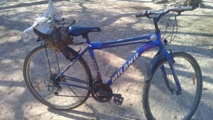 Lleva en bici a quien quiera y le pagan a voluntad.