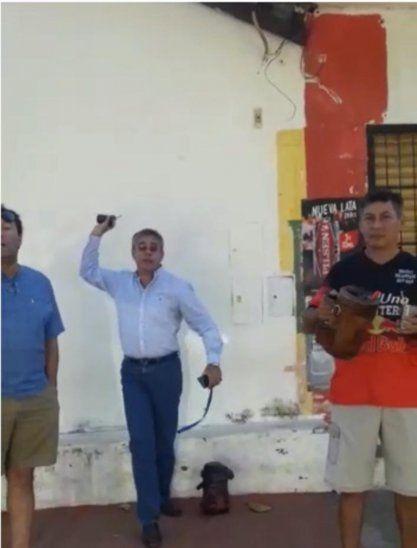 Intendente de San Antonio tiró su guampa a una  doña