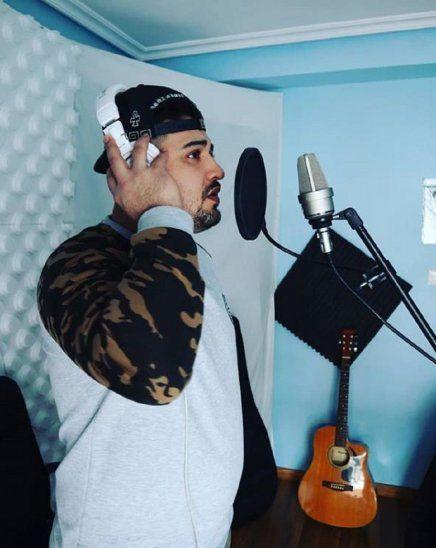 Paraguayo causa furor en España con su música urbana