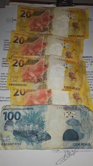 Los jóvenes tenían en su poder 4 billetes de 20 reales y uno de 100 reales.