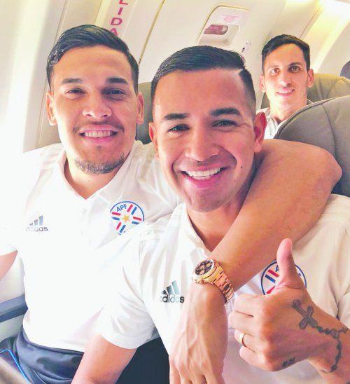 Gómez y González se ganaron la admiración de todos los paraguayos por la garra que pusieron frente a Brasil. Foto: APF