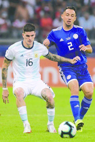 Iván Piris negó que la pelota le haya dado en la mano en el partido ante Argentina. Foto: APF