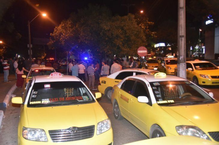 Taxistas se enfrentaron a conductores uber