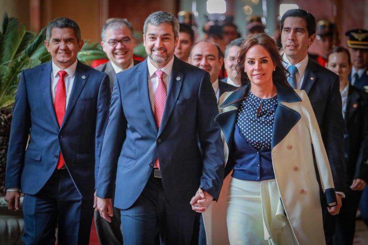 La pareja presidencial rumbo al Congreso. Marito lloró cuando habló del secuestro.