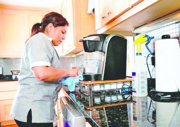 IPS exigirá contrato en papel para asegurar a trabajadoras domésticas