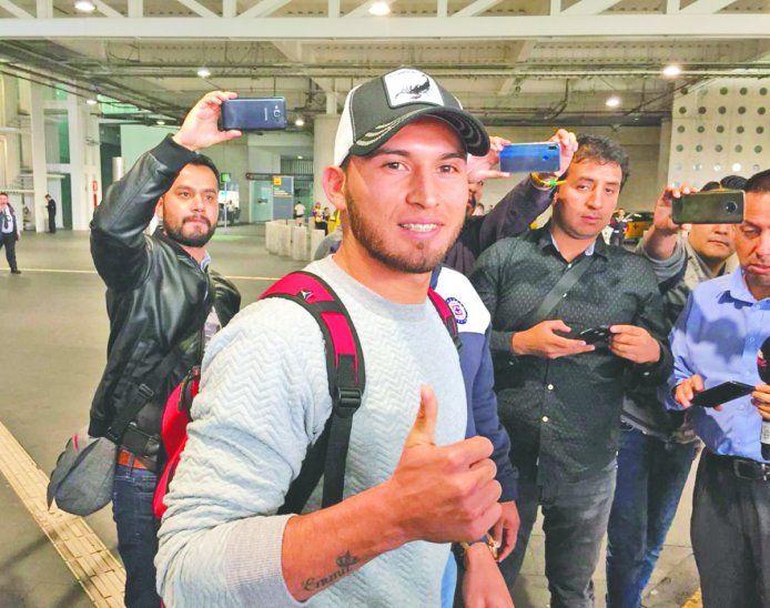 Juan Escobar hizo escala en México y luego rajó a Estados Unidos para acoplarse a sus nuevos compañeros. Foto: Twitter