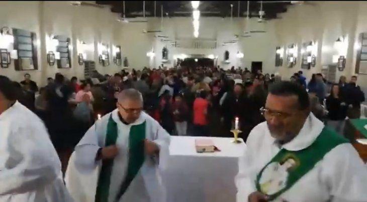 Padre Piter: El que canta y  baila tiene el alma pura