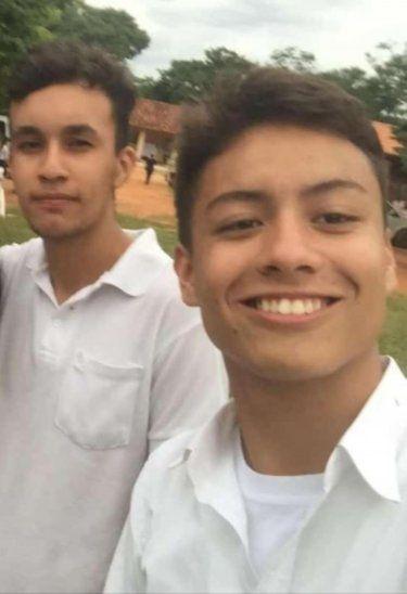 Rolando (sobreviviente) acompañado de su amigo