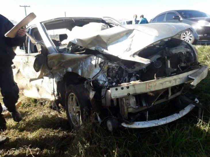 De tan fuerte que fue el impacto la jovencita murió al instante. Así quedó el vehículo.