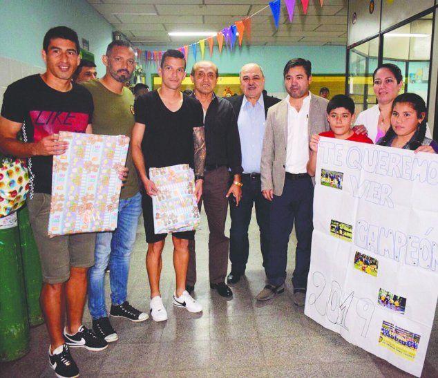 Los futbolistas del Chanchón estuvieron compartiendo con los chicos del Hospital General de Luque. Foto: Luqueño