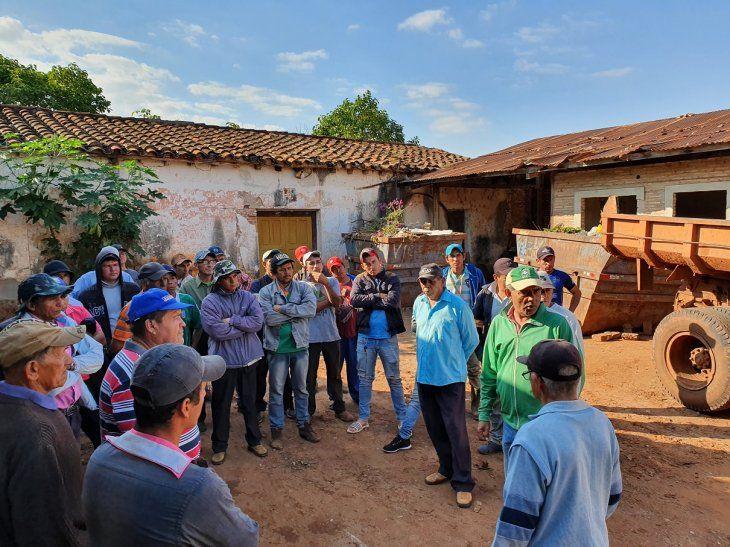 Humildes cuadrilleros municipales no cobran sus salarios