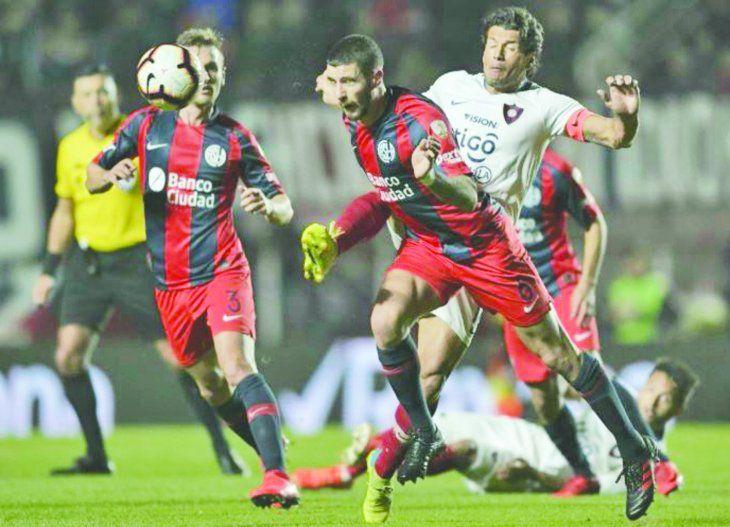 Solo un empate sin goles empujará a los penales. Cerro pasa ganando