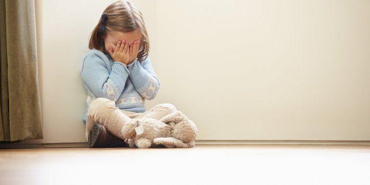 Limpiador abusó de una nena que estaba en el parque