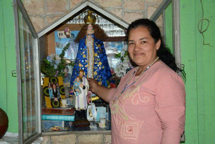 Ña Ramona con su nicho y San Cayetano