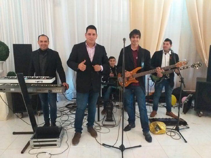 Walter Fernández y Los Placenteros cantan la polca Homenaje a Odilio Román. La canción ya es un éxito.