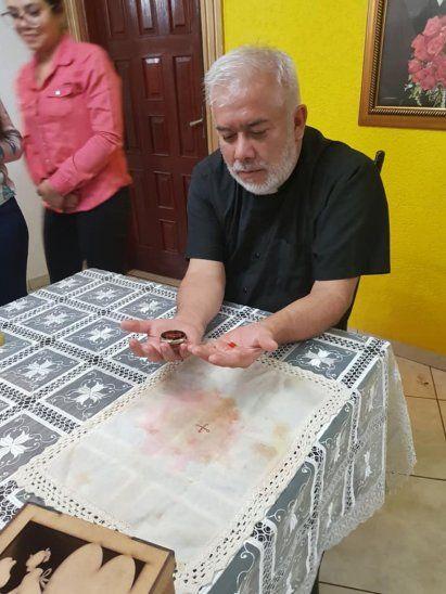 Hostia se convirtió en sangre, en Pedro Juan