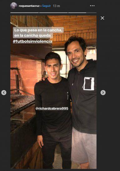 Roque recibió en su casa al defensor auriazul Cabrera quien le explicó lo del planchazo. Foto: Instagram