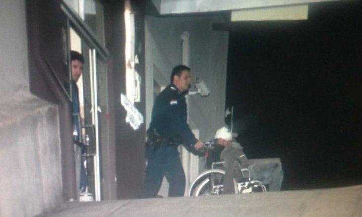 El ladrón fue asistido en el Hospital de Trauma y posteriormente fue llevado a la comisaría.