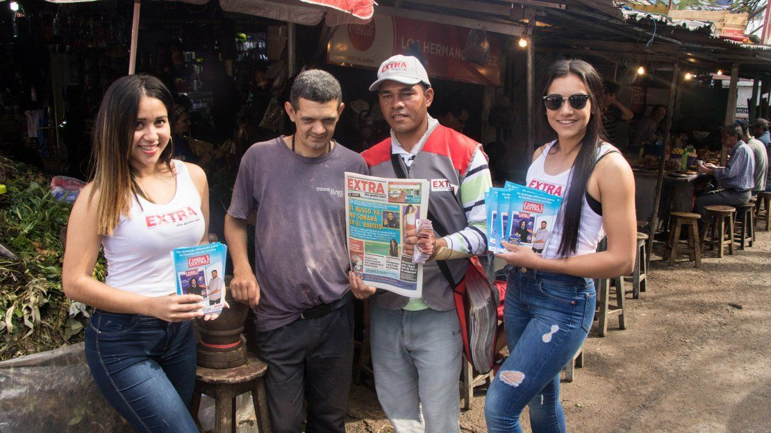 Las candidatas promocionaron la revista Onda Extra junto a los canillitas.