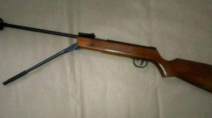 El rifle utilizado para cometer el asesinato.