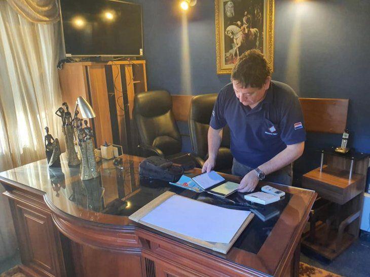 Tras el operativo, la fiscalía encontró varios documentos.