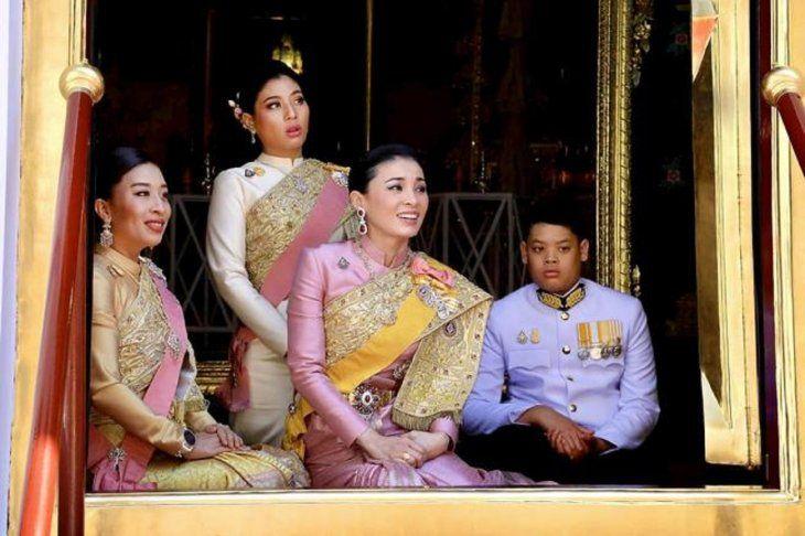 Tres de las esposas del rey, durante la coronación, en mayo de 2019.