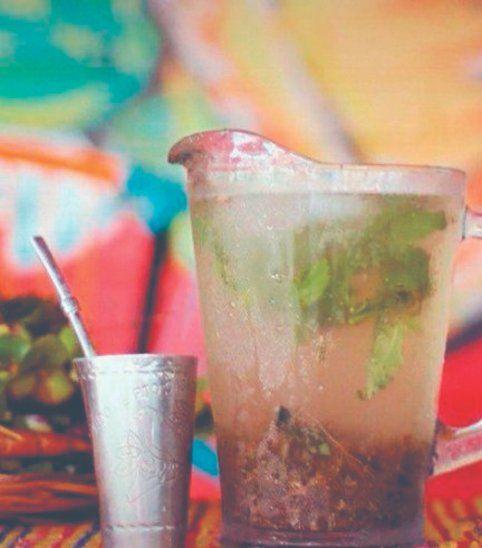 La bebida tradicional del Paraguay es el tereré