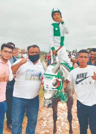 El intendente Sergio Cuellar celebró la victoria de La Chaqueñita y subió la foto a su estado de WhatsApp