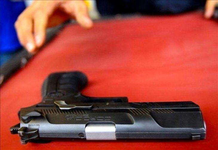Con un revólver se sacó la vida.